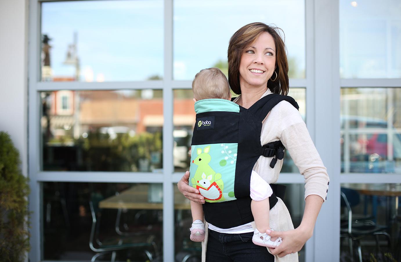 Свободная и мобильная мама с ребёнком в эрго-рюкзаке Ergo Boba Carrier