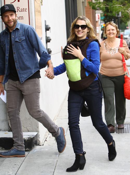 Выбор Терезы Палмер для малыша Бодхи - рюкзак Boba Carrier расцветки Pine Organic